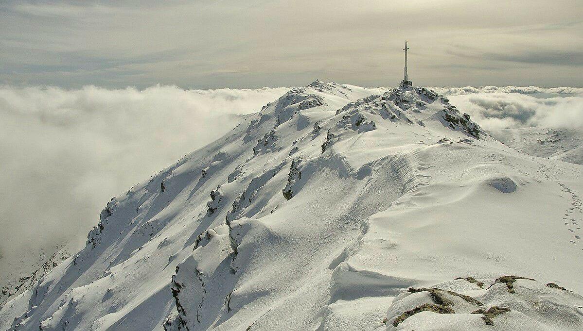 Auch das ist Sardinien: die Punta Lamarmora, schneebedeckt auf 1834 m (Foto: Mattia Meloni)