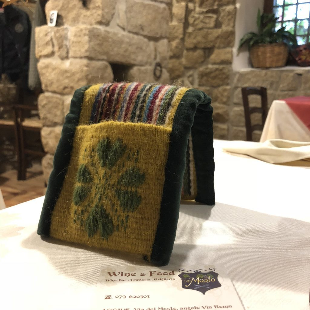 Ob Abendessen oder Tagesausflug: Im Hinterland Sardiniens gibt es viele heimelige Plätze