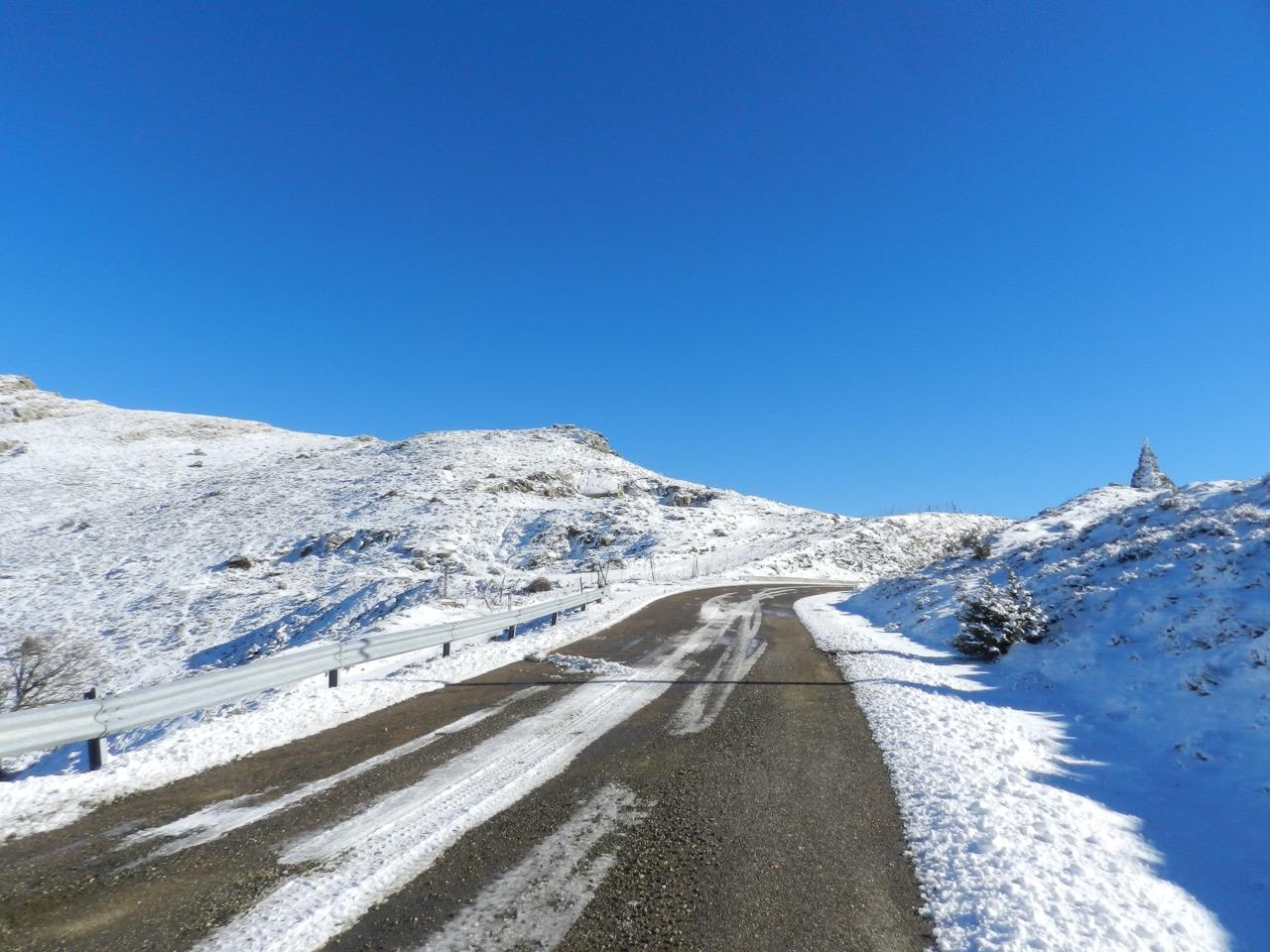 Auf dem Weg in den Gennargentu: Schnee am Arcu Correboi
